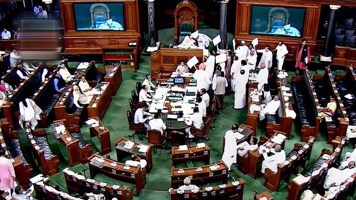 आगामी संसद सत्र में पहली बार मोदी सरकार प्रचंड बहुमत के बावजूद भारी मनोवैज्ञानिक दबाव में नजर आएगी, जानें वजह