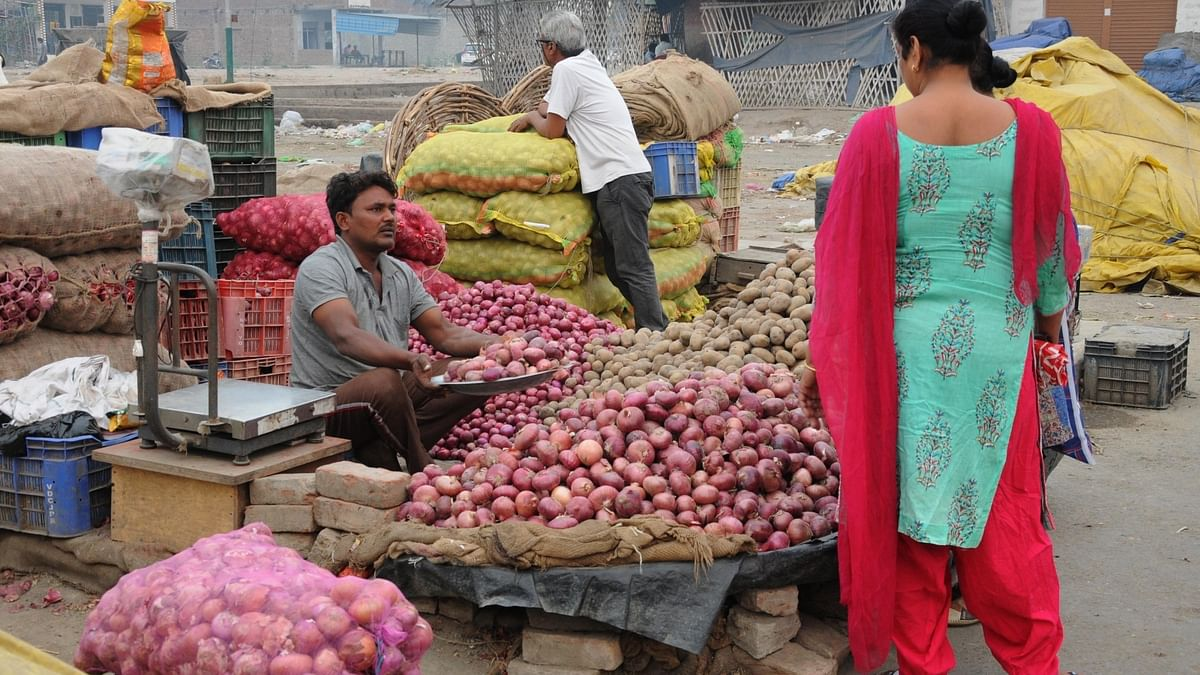 व्यापार की 5 बड़ी खबरें: कुछ और दिन रुलाएगा प्याज और भूपेश सरकार किसानों से 2500 रुपए कुंटल धान खरीदेगी
