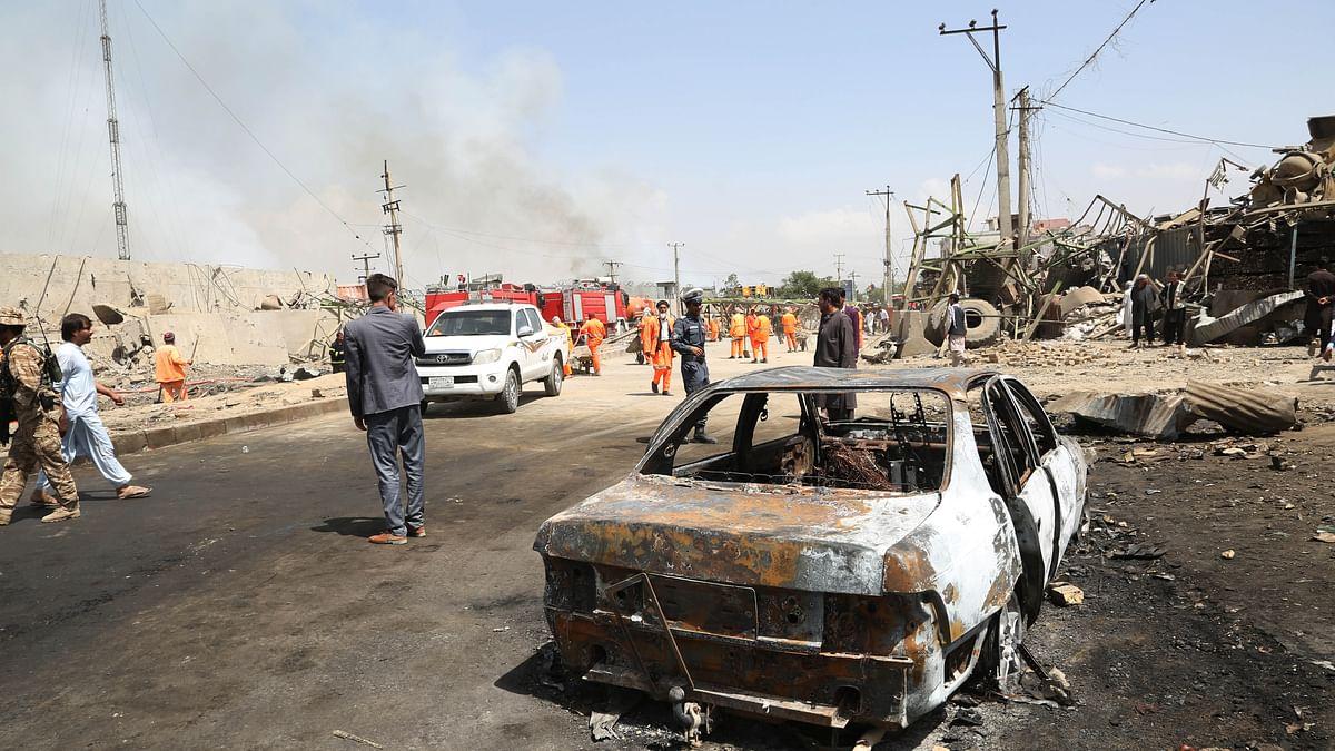 अफगानिस्तान में कार बम विस्फोट में 7 मरे और ब्रिटेन की लेबर पार्टी पर साइबर हमला, पढ़ें दुनिया की 5 बड़ी खबरें