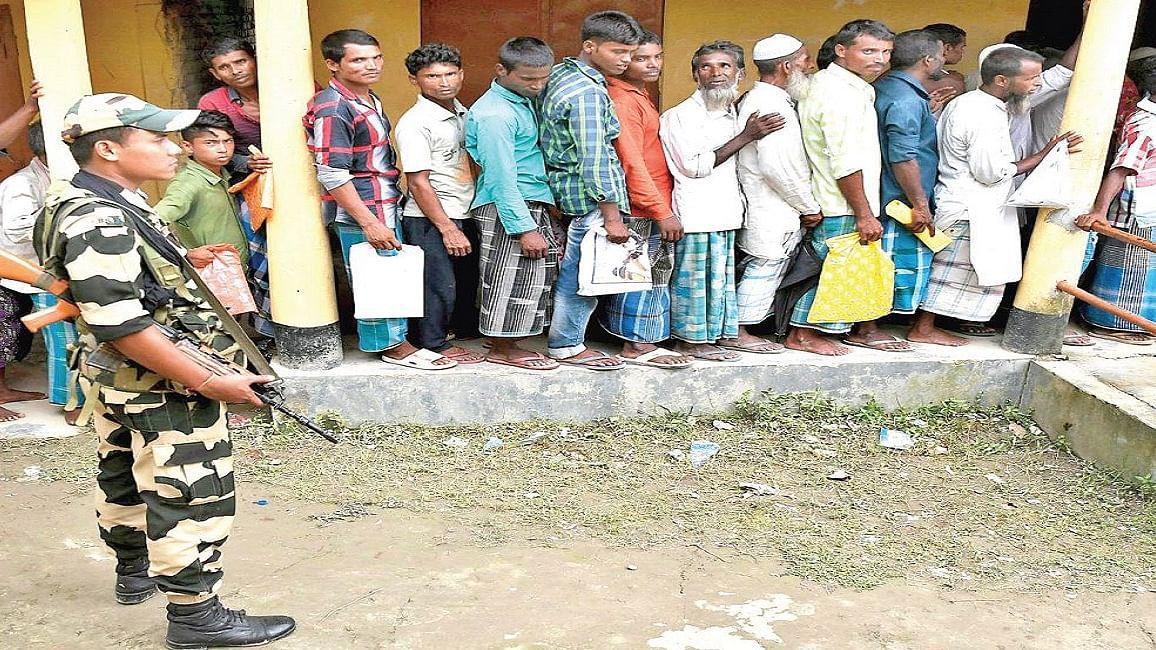 असम में एनआरसी पर बुरी तरह फंसी बीजेपी, लाख चाहकर भी ठंडे बस्ते में नहीं डाल सकती