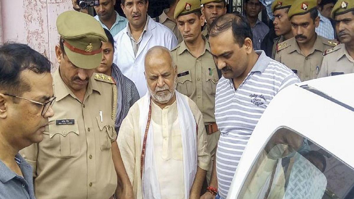 चिन्मयानंद से रंगदारी मांगते थे  बीजेपी के दो नेता, एक  सहकारी बैंक के चेयरमैन, पेन ड्राइव से मिला अश्लील वीडियो