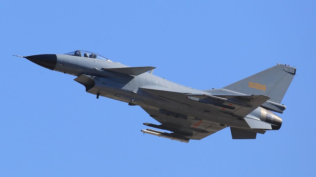 दुनिया की 5 बड़ी खबरें: पाक के हवाई क्षेत्र में घुसा अमेरिकी सैन्य विमान और भारत के इस फैसले पर तिलमिलाया पाकिस्तान