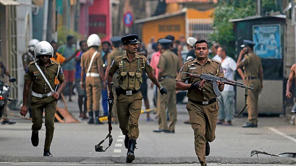 श्रीलंका में राष्ट्रपति चुनाव के बीच बंदूकधारियों ने मतदाताओं से भरी दो बसों पर की गोलीबारी