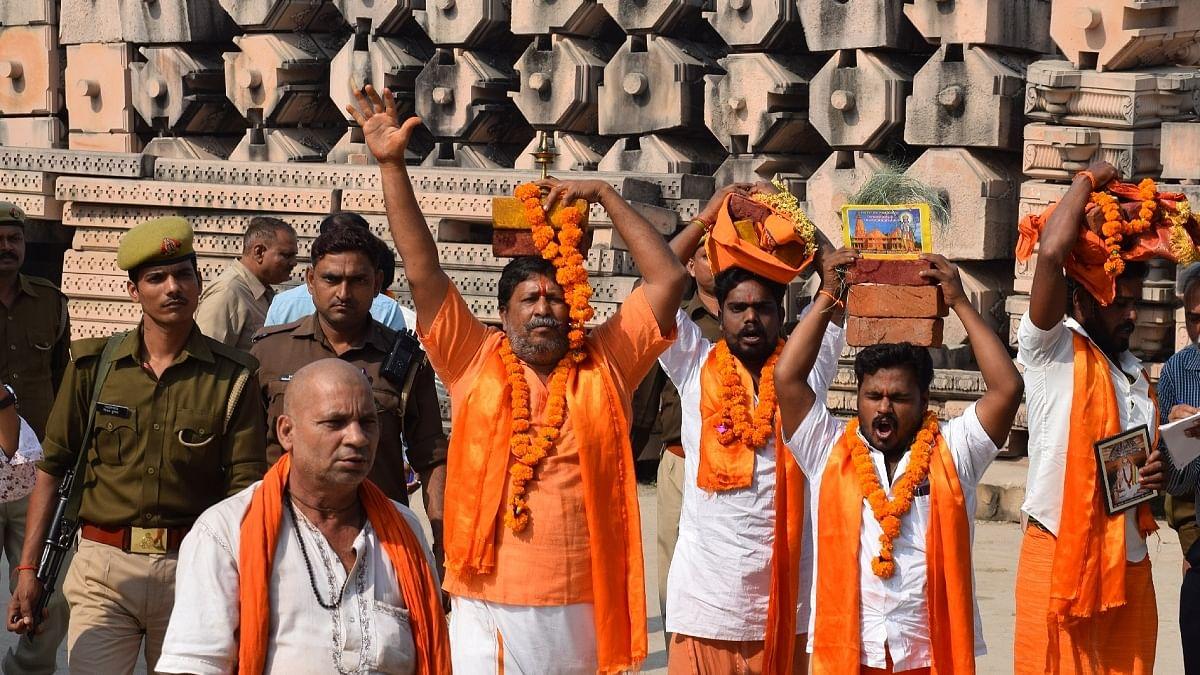 राम जन्मभूमि न्यास के प्रमुख के खिलाफ टिप्पणी करने पर महंत परमहंस दास संगठन से निष्कासित, गिरफ्तारी की मांग