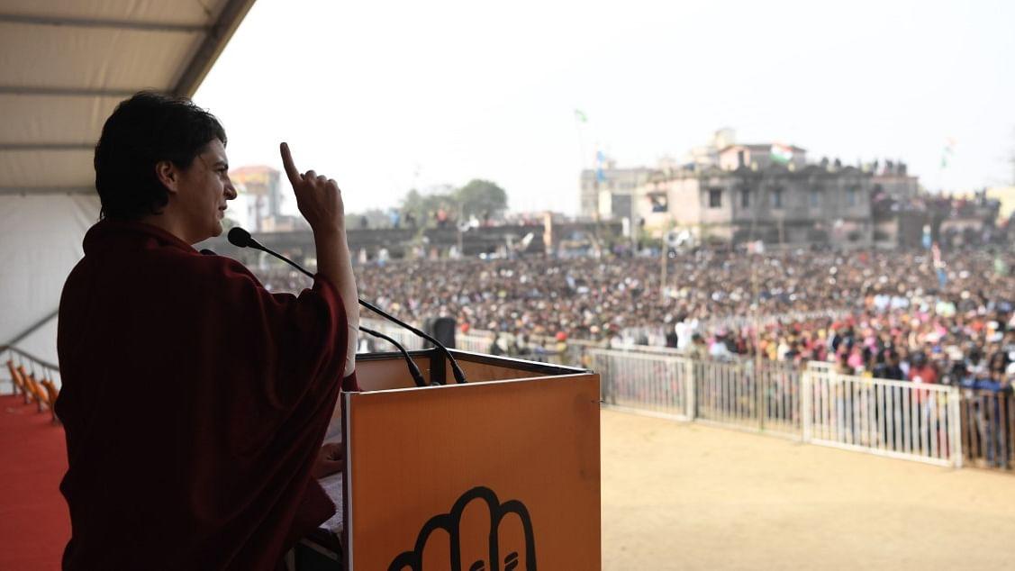 झारखंडः पाकुड़ से प्रियंका गांधी ने पीएम मोदी को दी चुनौती- बढ़ते रेप और गायब रोजगार पर बोलकर दिखाएं