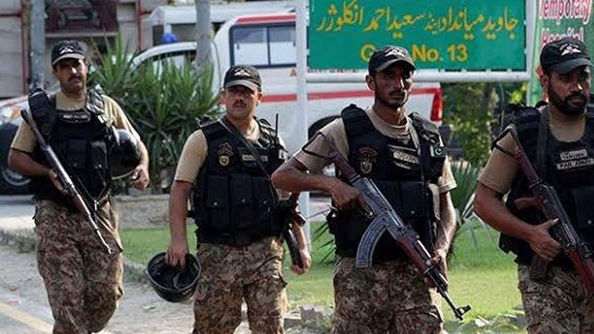 पाकिस्तान रच रहा बड़ी साजिश ! पाक सेना LOC के पास बना रही कैंप, भारी संख्या में भेजे जा रहे आर्टिलरी हथियार