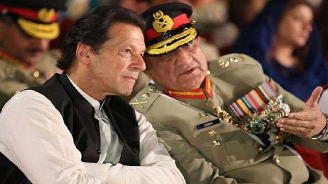 मुश्किल में पाकिस्तान की इमरान सरकार, बाजवा प्रकरण ने हिलाकर रख दी है कुर्सी
