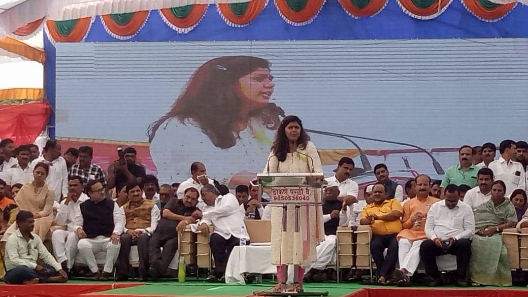 महाराष्ट्र: बीजेपी में बगावत, पंकजा मुंडे और एकनाथ खड़से छोड़ेंगे पार्टी?