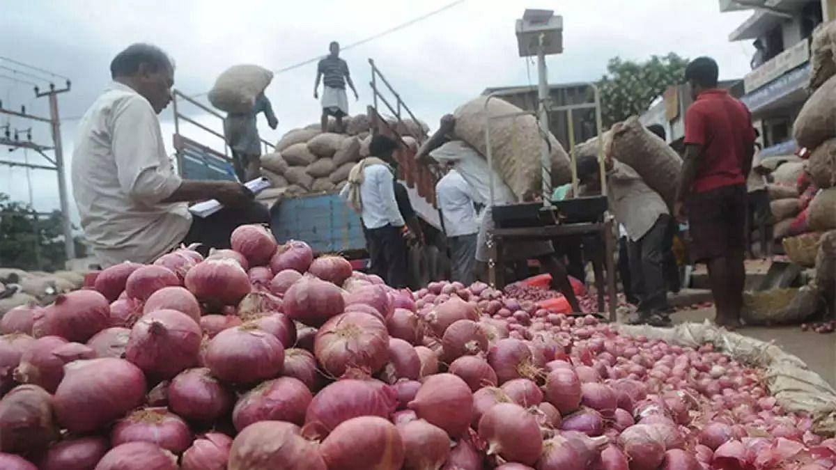 महंगे प्याज से व्यापारियों की जान भी आफत में, बिहार में बंधक बनाकर 102 बोरी प्याज की लूट