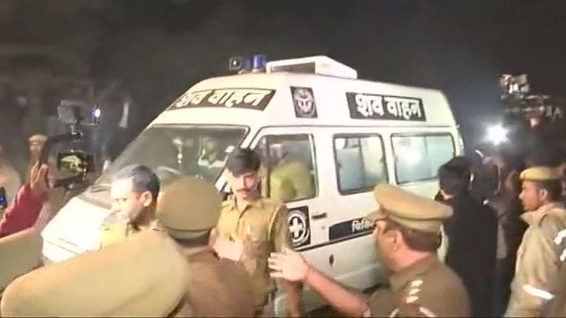 बड़ी खबर LIVE: उन्नाव पहुंचा गैंगरेप पीड़िता का शव, दिल्ली के सफदरजंग अस्पताल में हुई थी मौत