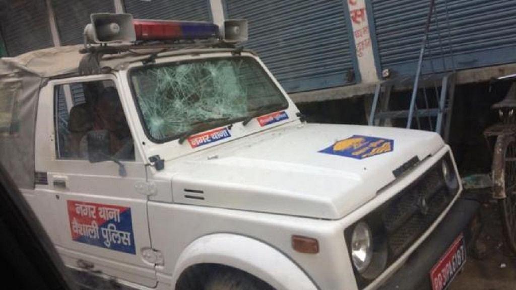 बिहार: वैशाली में कांग्रेस नेता की गोली मारकर हत्या, गुस्साए लोगों ने पुलिस की गाड़ी में की तोड़फोड़
