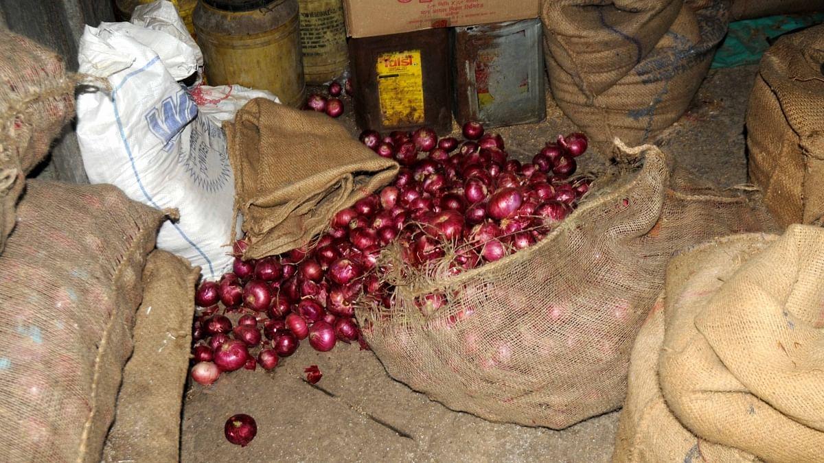 अफगानिस्तान से आयात में रुकावट की अफवाहों के चलते  प्याज के दाम में फिर तेजी, दिल्ली में सीजन उच्च स्तर पर थोकभाव
