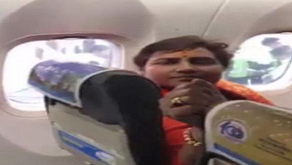 Video: फ्लाइट में BJP सांसद प्रज्ञा ठाकुर की मनमानी पर भड़के यात्री, कहा- शर्म करो