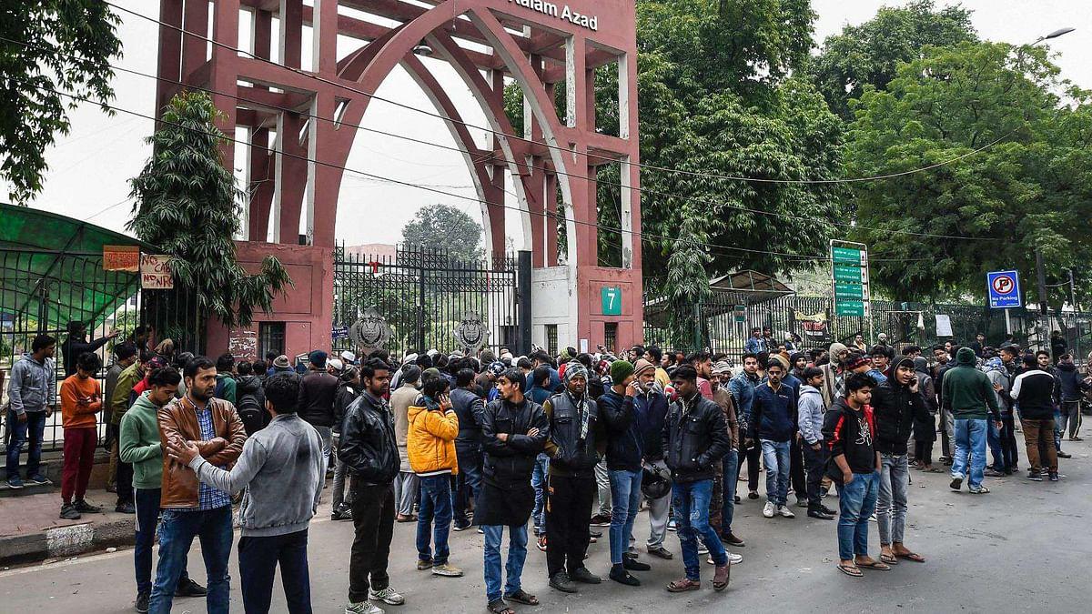 CAA: जामिया ने पुलिस की बर्बरता पर MHRD को भेजी रिपोर्ट, कहा- पुलिस ने कई छात्रों के सीने पर तानी थी बंदूकें
