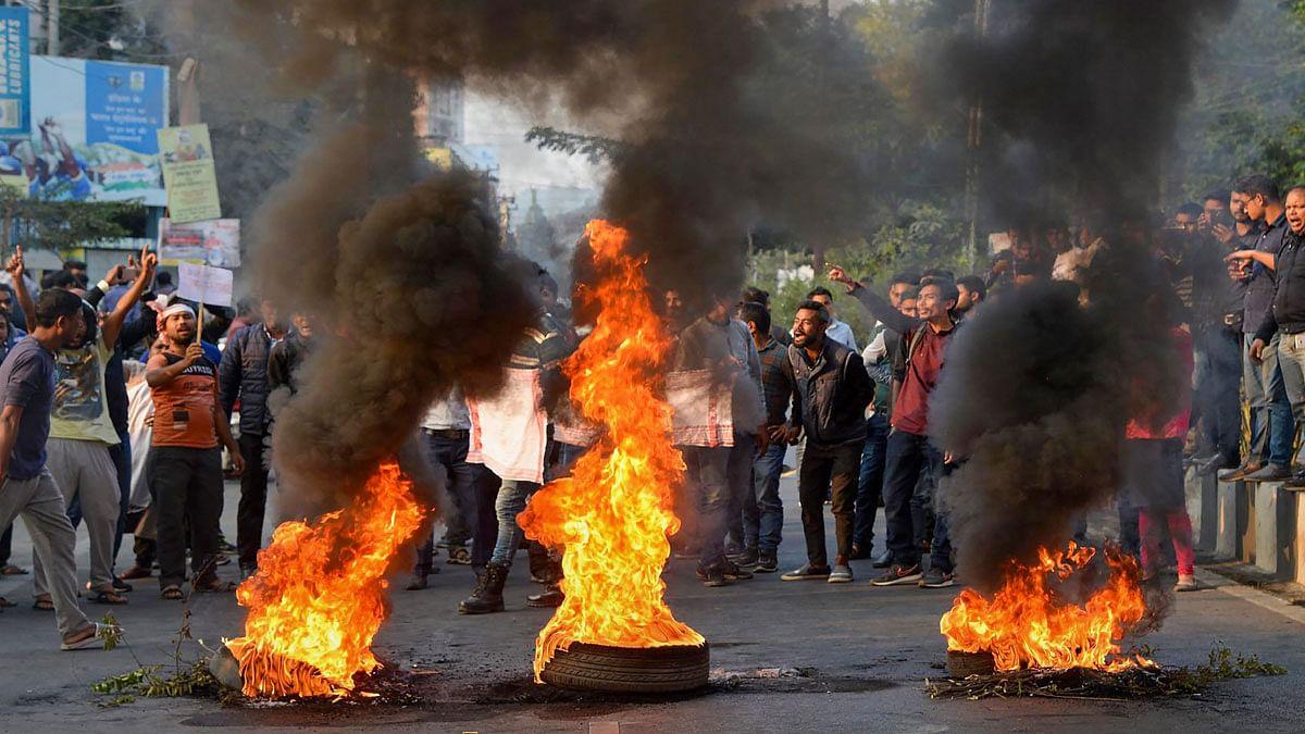 नागरिकता संशोधन बिल LIVE: असम में जबरदस्त विरोध जारी, गुवाहाटी के बाद डिब्रूगढ़ में भी लगाया गया कर्फ्यू