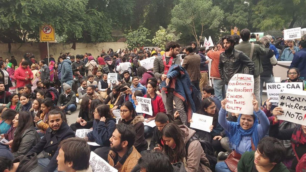 दिल्ली का जंतर-मंतर फिर बना असहमति की आवाज़ों का गवाह, छात्र-युवा शक्ति ने दिखाई अपनी ताकत