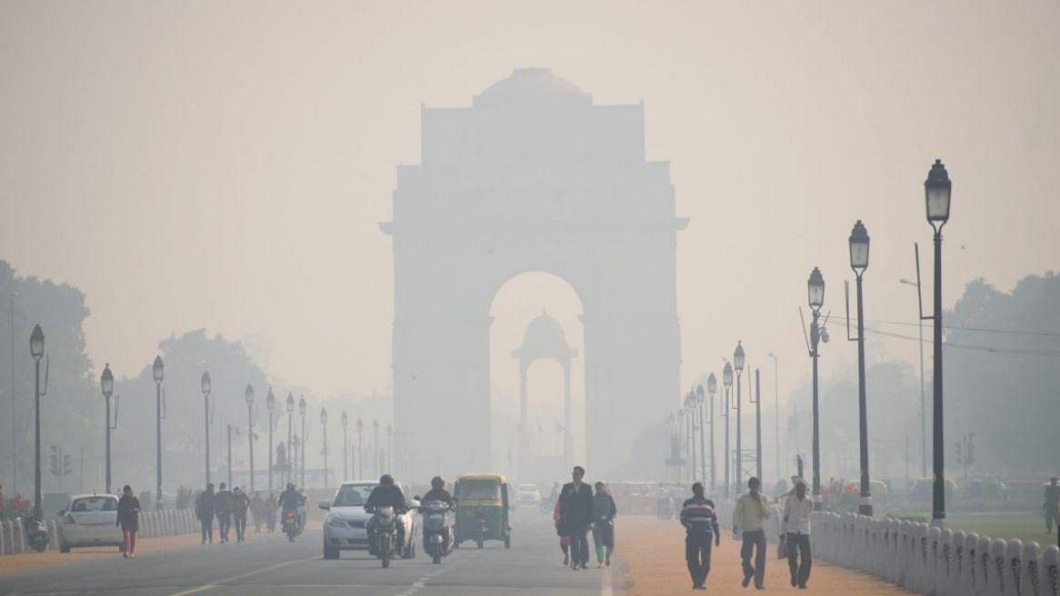 कड़ाके की ठंड से दिल्ली में बढ़ी ठिठुरन, सर्दी ने फिर तोड़ा रिकॉर्ड, कोहरे की वजह से कई ट्रेनें लेट