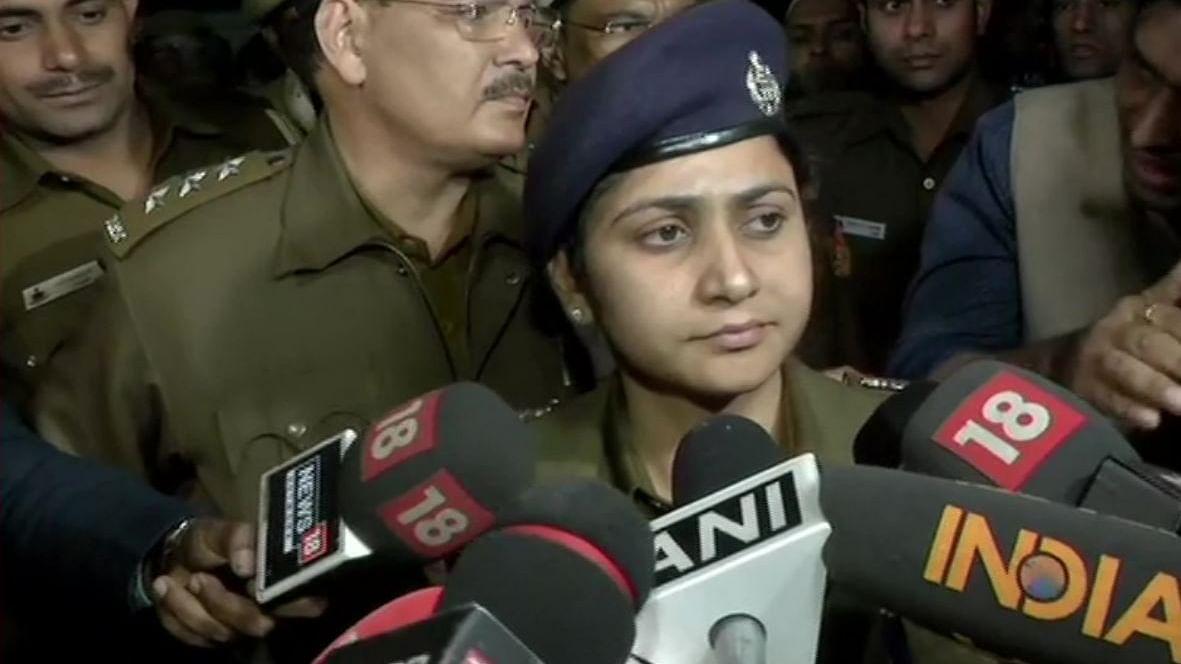 LIVE: दिल्ली अग्निकांड: बिल्डिंग के अन्दर और शव होने की सम्भावना नहीं: दिल्ली पुलिस