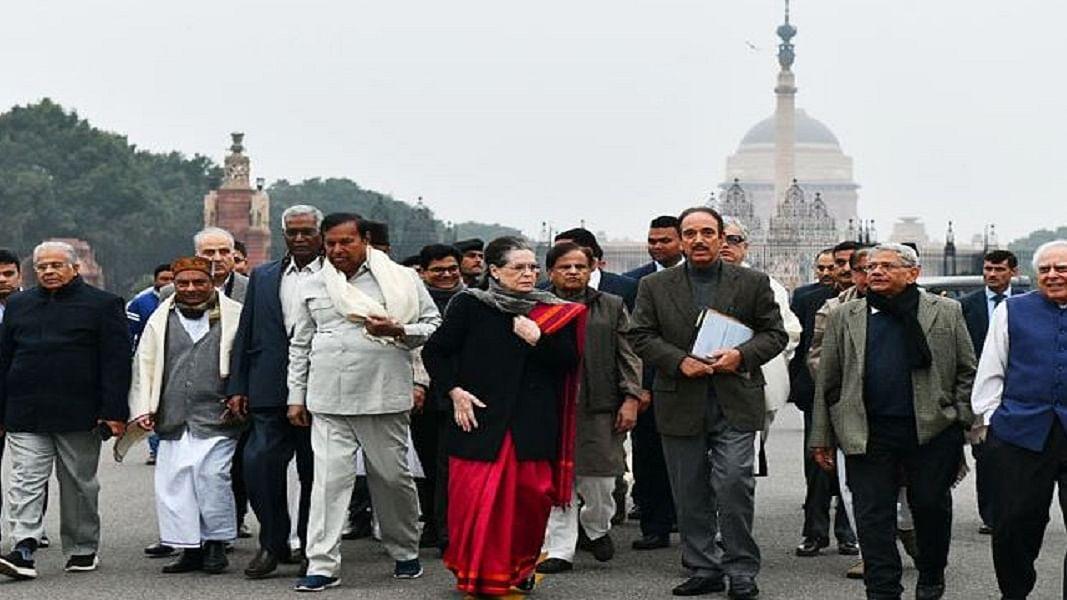 सोनिया गांधी के नेतृत्व में  राष्ट्रपति से मिले विपक्ष की अपील- सरकार से कहें वापस ले काला कानून