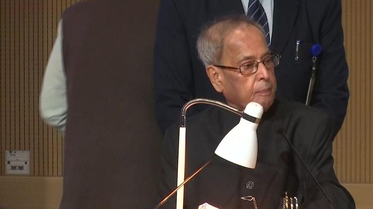 पूर्व राष्ट्रपति प्रणब मुखर्जी ने किया आगाह, कहा- मनमानी करने वाली सरकारों को सबक सिखाती है जनता