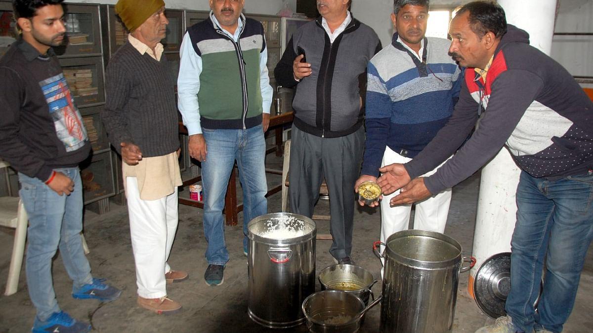 एक्सक्लूसिवः मुजफ्फरनगर में 'मिड डे' मील में चूहा निकलना 'चूक' है,  मगर हालात  इससे भी बुरे हैं