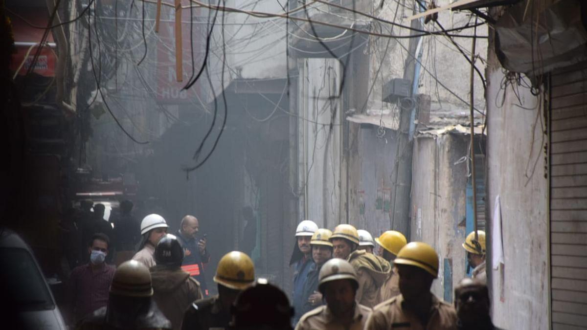 दिल्ली की जिस इमारत में आग लगने से 43 लोगों की गई थी जान, उसमें आज फिर धधकी आग, मचा हड़कंप