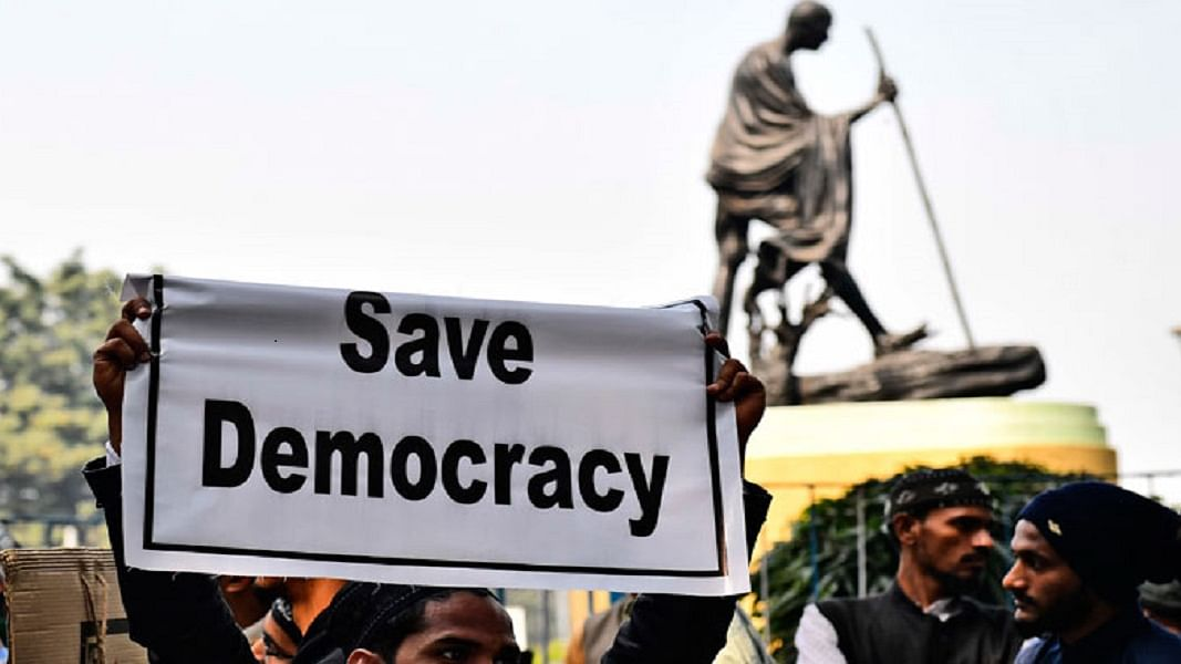 राम पुनियानी का लेखः दक्षिण एशिया का सबसे मजबूत लोकतंत्र रहा भारत, फिसलकर पाक की राह पर जा रहा  आज