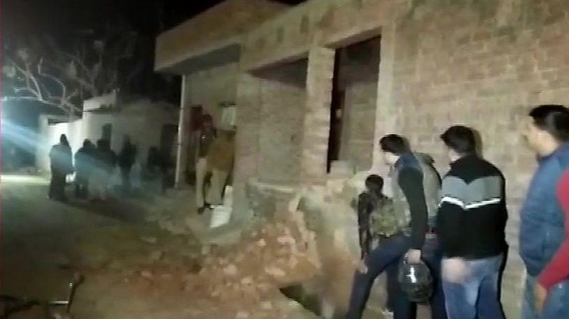 यूपीः फर्रुखाबाद में शख्स ने 20 बच्चों को बनाया बंधक, पुलिस पर फायरिंग, एनएसजी की टीम दिल्ली से रवाना