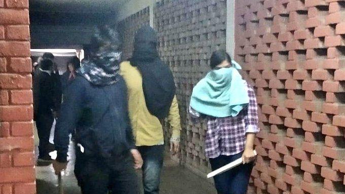 JNU में  हमला करने वाली ABVP की छात्रा का ऑडियो आया सामने, साथी से कहा- 'प्लीज किसी को मत बताना मैं थी वहां'