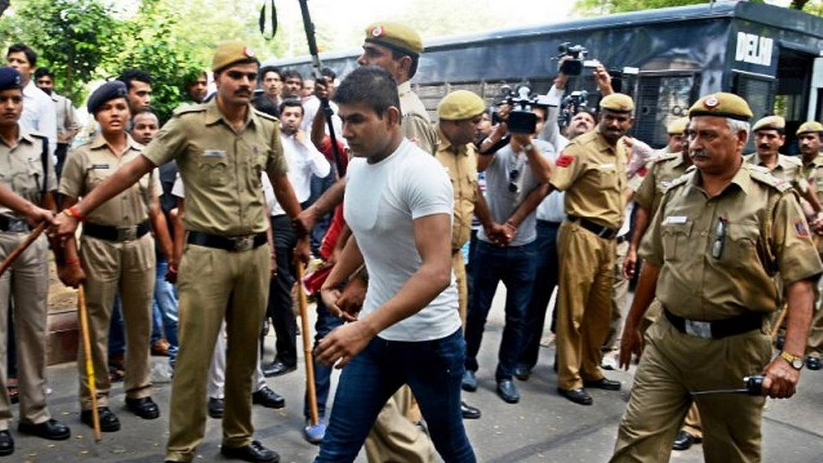 निर्भया केस: जेल में पिता से मिलकर रोया दोषी विनय शर्मा, जानें क्या कहा?