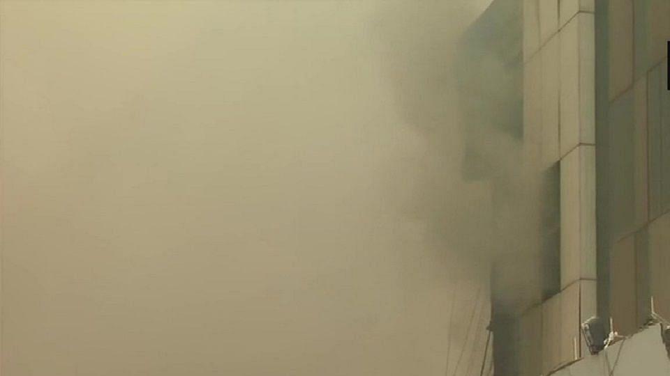 दिल्ली के पीरागढ़ी में फैक्ट्री में भीषण आग के बाद धमाका, 14 लोग घायल,  रेस्क्यू ऑपरेशन जारी