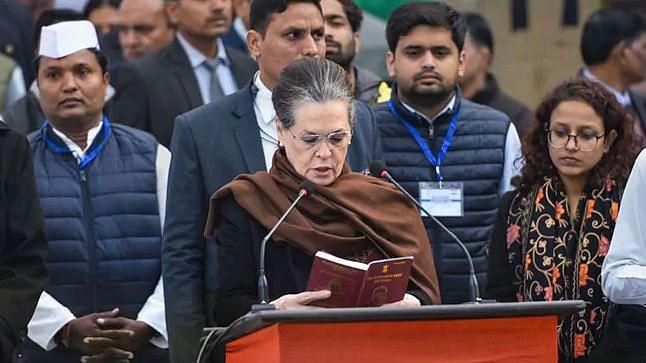 71वें गणतंत्र दिवस के मौके पर कांग्रेस मुख्यालय में ध्वजारोहण, पढ़ी गई संविधान की प्रस्तावना