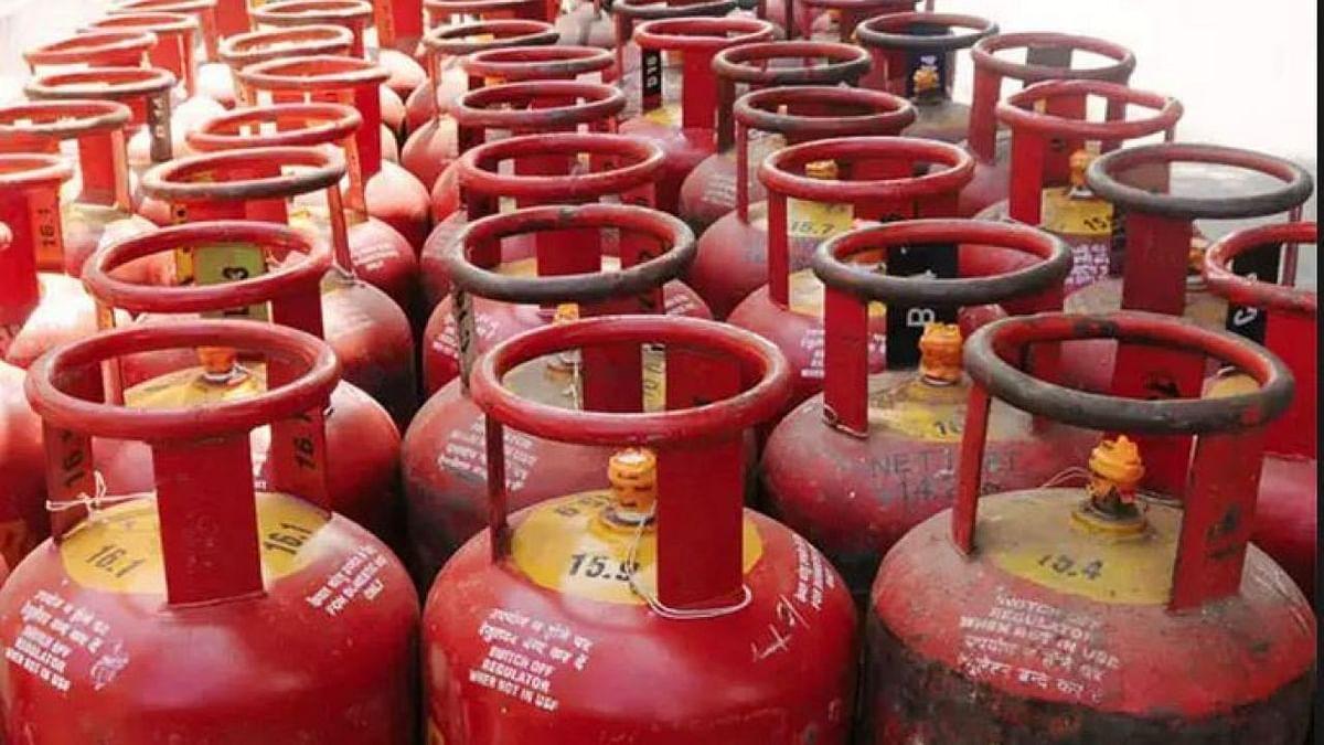 नए साल में मोदी सरकार ने आम आदमी को दिया डबल झटका, रेल किराए के बाद LPG सिलिंडर के दाम भी बढ़े