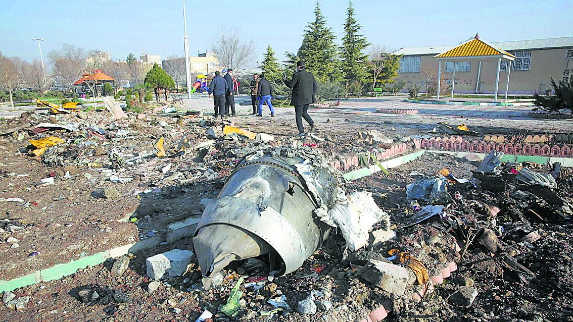 दुनिया की 5 बड़ी खबरें: पाकिस्तान की गुहार, 'विनाशपूर्ण जंग' से बचाओ, 'ईरानी मिसाइल ने मार था यूक्रेन का विमान'