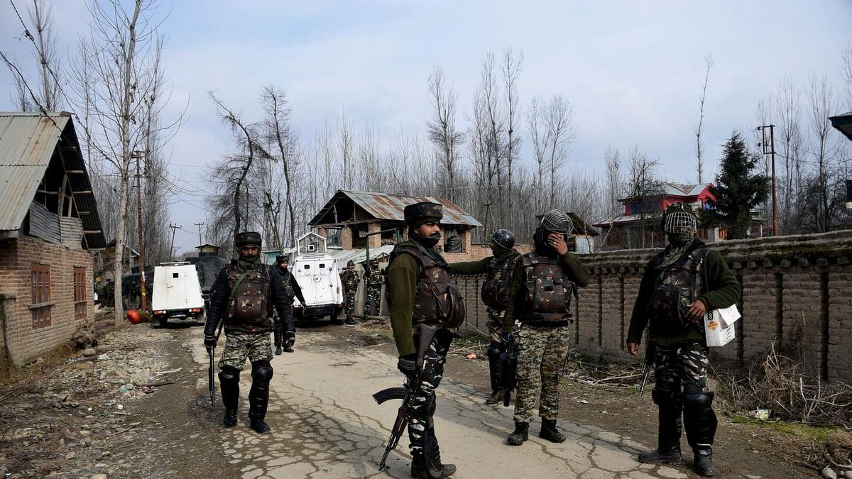 जम्मू-कश्मीर: ट्रक में छिपे आतंकियों ने की अंधाधुंध फायरिंग,  मुठभेड़ में 3 दहशतगर्द ढेर, एक जवान जख्मी