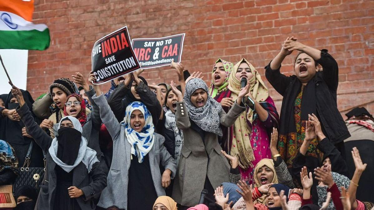CAA: प्रदर्शनकारी महिलाएं बोलीं- लोकतंत्र के मूलभूत ढांचे को बचाने के लिए हमें सड़क पर होना पड़ रहा बेपर्दा