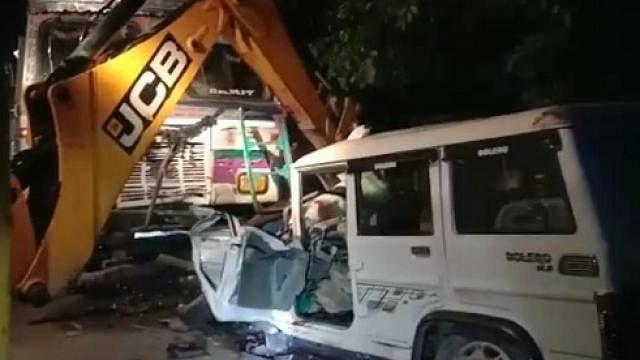 नवजीवन बुलेटिन: सूरत की एक बिल्डिंग में लगी आग पर दमकल की 60 गाड़ियों ने पाया काबू और अमेठी सड़क हादसे में 5 की मौत