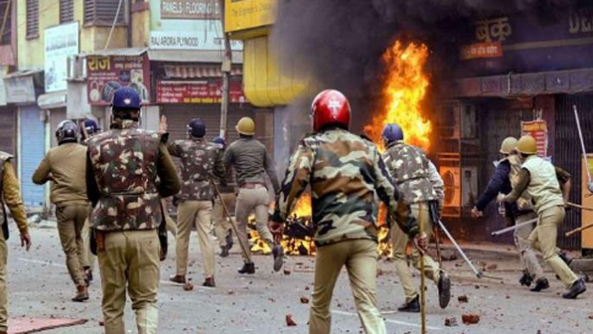 नफरती रंग देकर बिना हिंसा के ही मौजूदा शासन में बना दिए गए हैं 2002 जैसे हालात