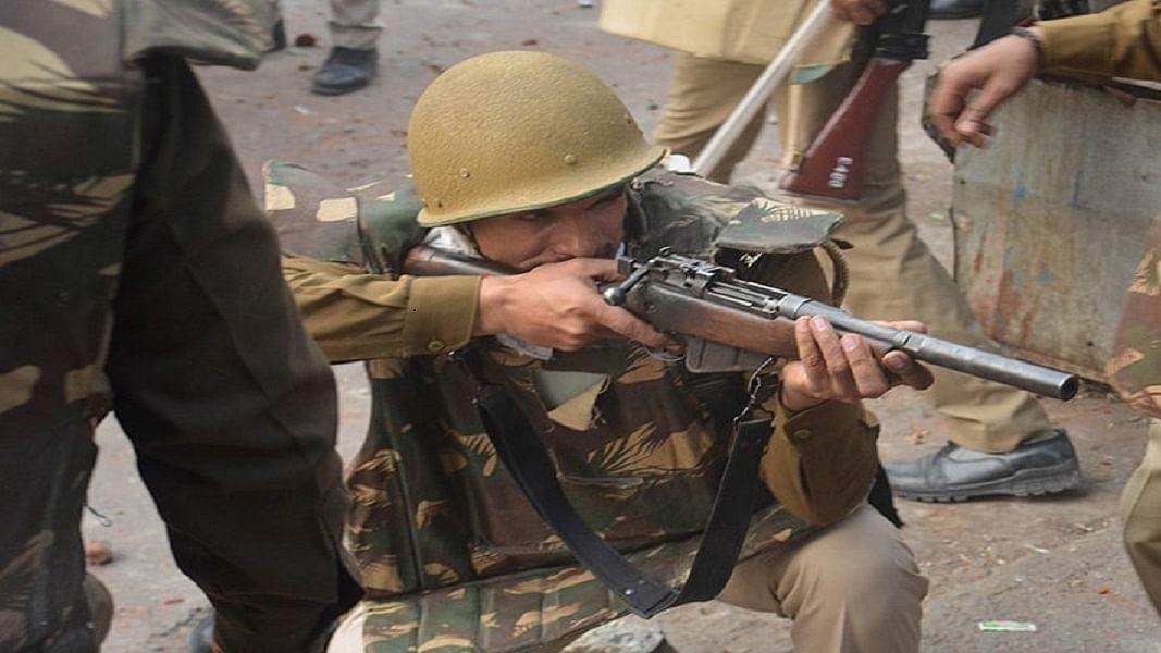 'पालतू' पुलिस के बूते सरकारी कहर ढाने का उदाहरण है उत्तर प्रदेश