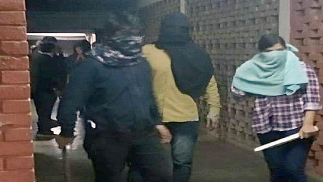 जेएनयू में नकाबपोश गैंग के हमले के तीन दिन बाद भी कोई गिरफ्तारी नहीं, पुलिस को देने होंगे कई सवालों के जवाब