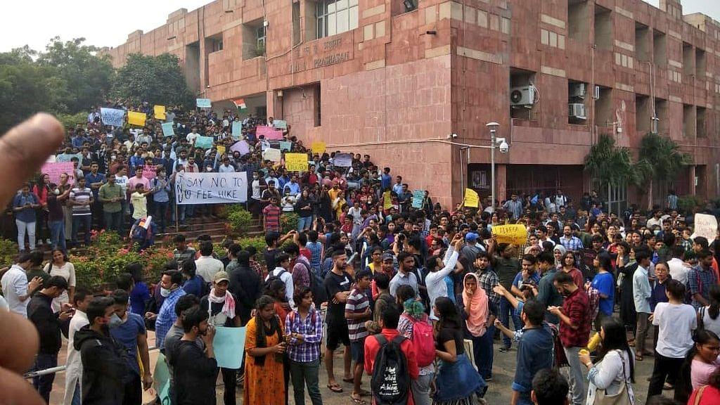 दिल्ली हाई कोर्ट का आदेश- जब्त करें 'फ्रेंड्स ऑफ आरएसएस' और 'यूनिटी अगेंस्ट लेफ्ट' व्हाट्सएप ग्रुप के फोन