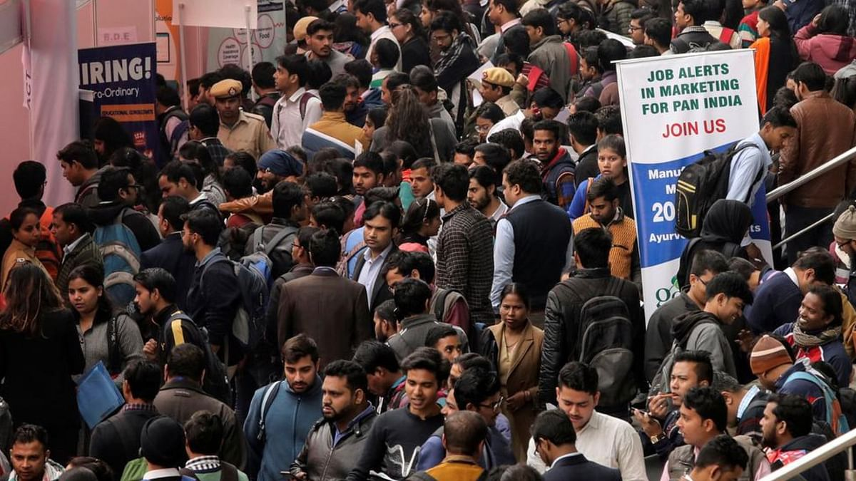 अर्थ जगत की 5 बड़ी खबरें: इस साल बेरोजगारों की संख्या में 25 लाख का होगा इजाफा और शेयर बाजार में फिर गिरावट