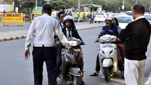 केजरीवाल सरकार के शपथ ग्रहण समारोह को लेकर ट्रैफिक पुलिस की एडवाइजरी, इन रास्तों से रविवार को न जाएं