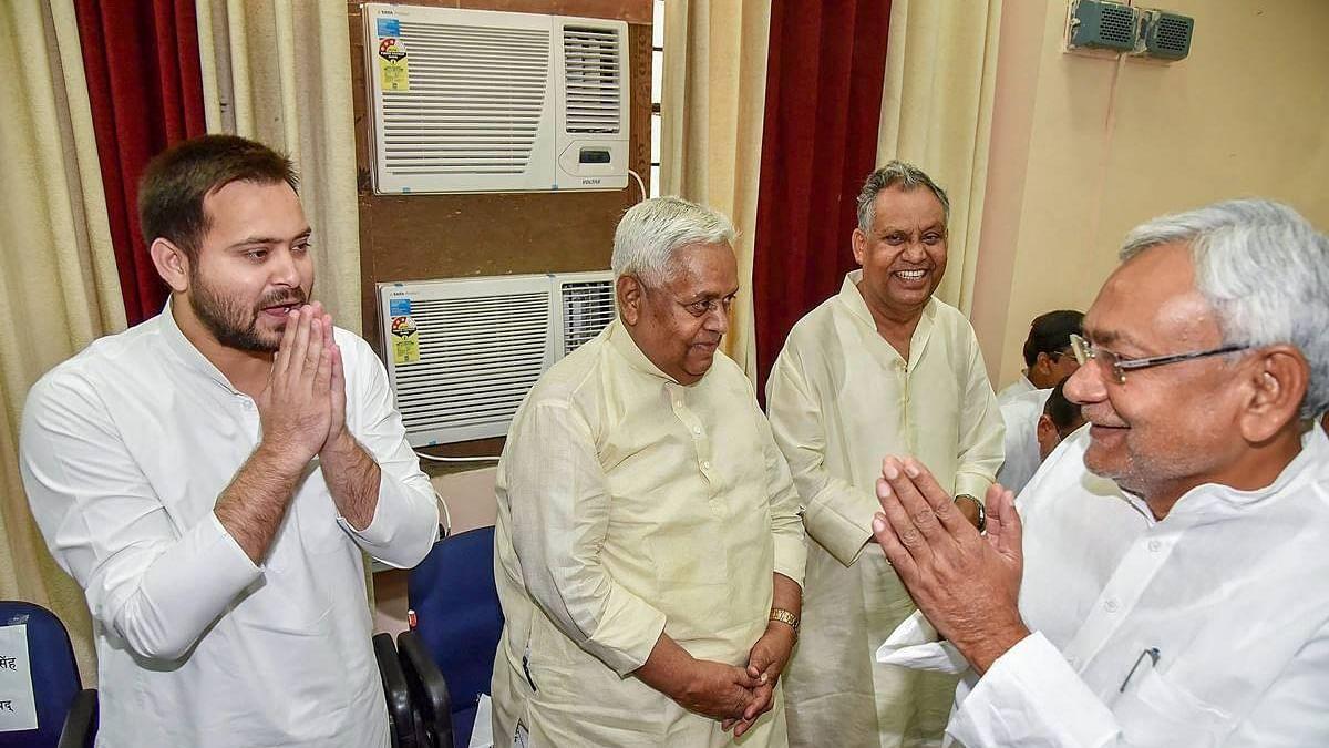 नीतीश-तेजस्वी की 20 मिनट की हुई मुलाकात और बदल गए बिहार के राजनीतिक हालात, जानिए अंदर की बात!