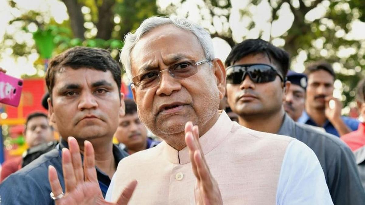 बिहार के अस्पतालों और सड़कों की हालत पता होती नीतीश कुमार को तो दिल्ली में डींगे नहीं हांकते