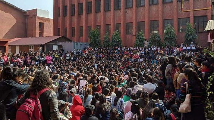 गार्गी कॉलेज: छात्राओं से छेड़छाड़ मामले में  हाई कोर्ट का केंद्र, CBI, दिल्ली पुलिस को नोटिस, मांगा जवाब