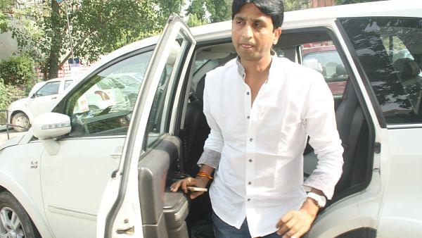 कुमार विश्वास को बड़ा नुकसान, घर के बाहर से फॉर्च्यूनर कार उड़ा ले गए चोर