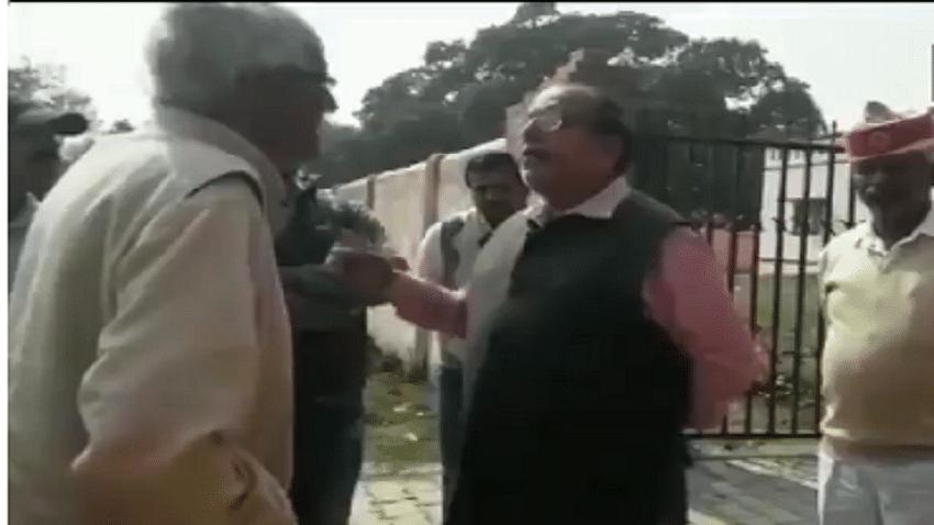 निर्भया पर योगी सरकार के अधिकारी की संवेदनहीनता, गांव में दादा से कहा- उसे दिल्ली क्यों भेजा, यहीं रखते