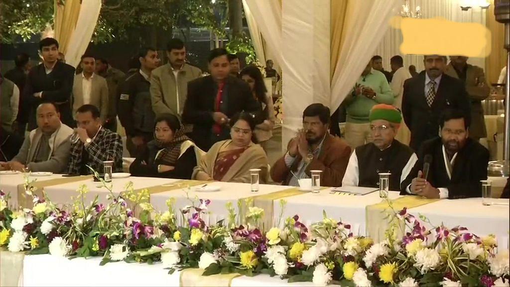 प्रमोशन में आरक्षण को लेकर मोदी सरकार के मंत्री समेत 50 एससी-एसटी सांसद लामबंद, पासवान के घर हुई बैठक