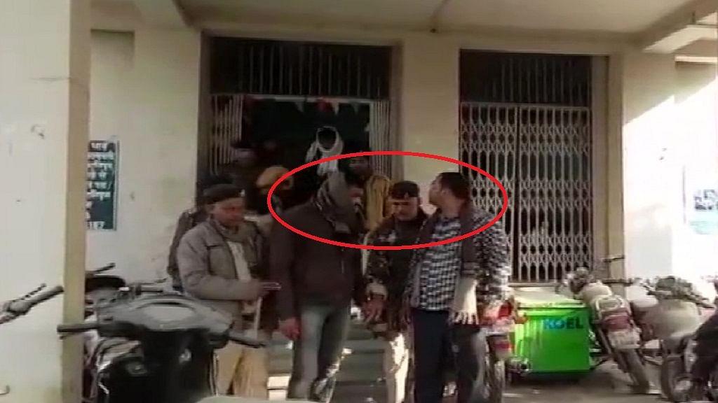 बिहार: राजधानी पटना में थाने के बाहर नीतीश की 'पुलिस' छलका रही थी जाम, शराब पार्टी करते दो पुलिसकर्मी गिरफ्तार